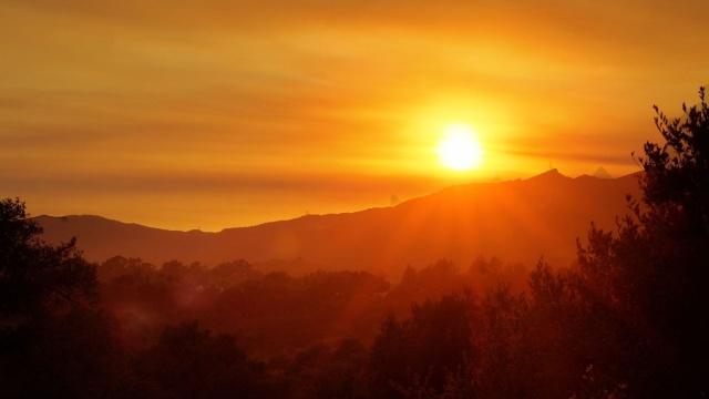 amanecer_con_el_sol_radiante-1280x720